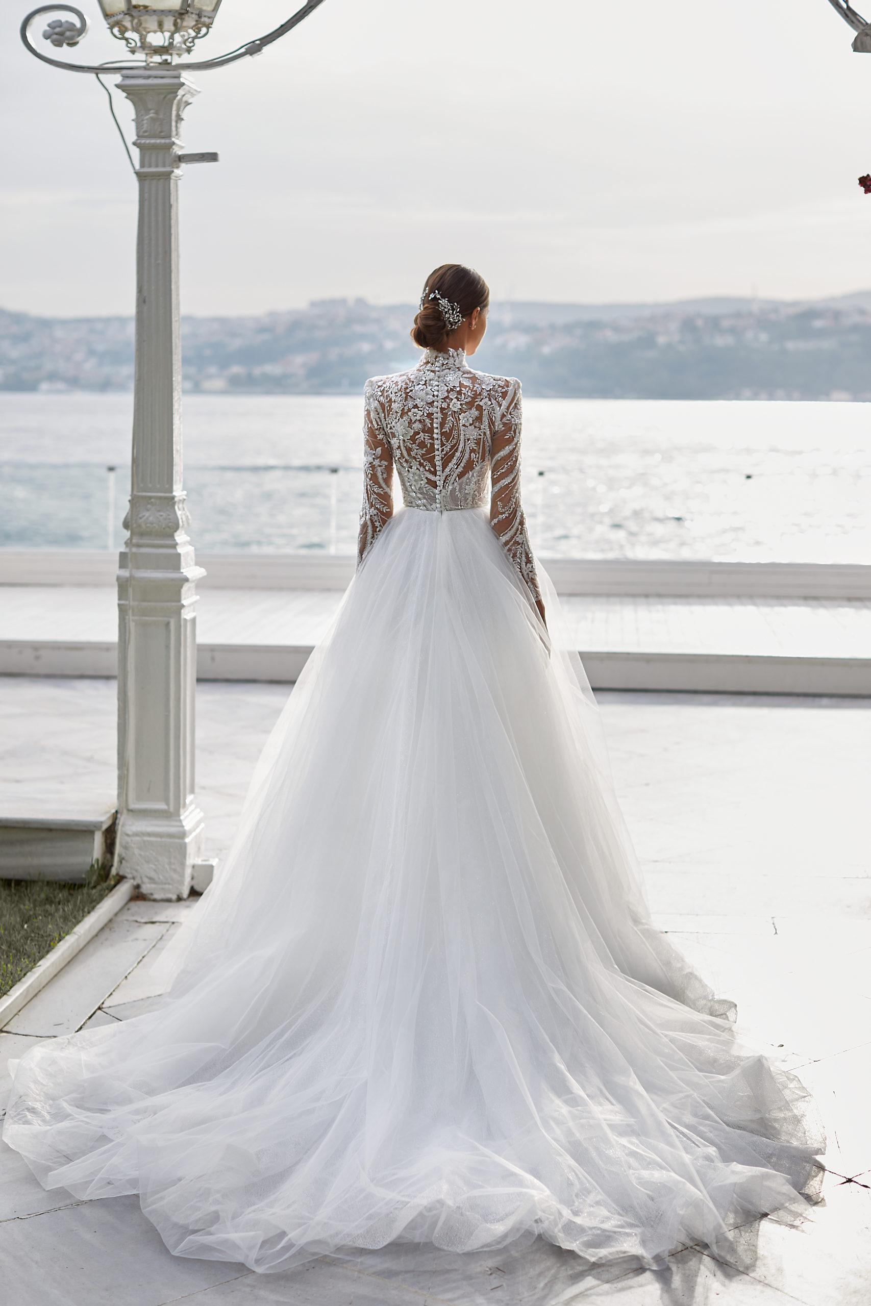 Sublimes robes de mariée à Genève Carmen White and and Lace jupon tulle princesse moderne luxe classe sophistiquée sequins argent