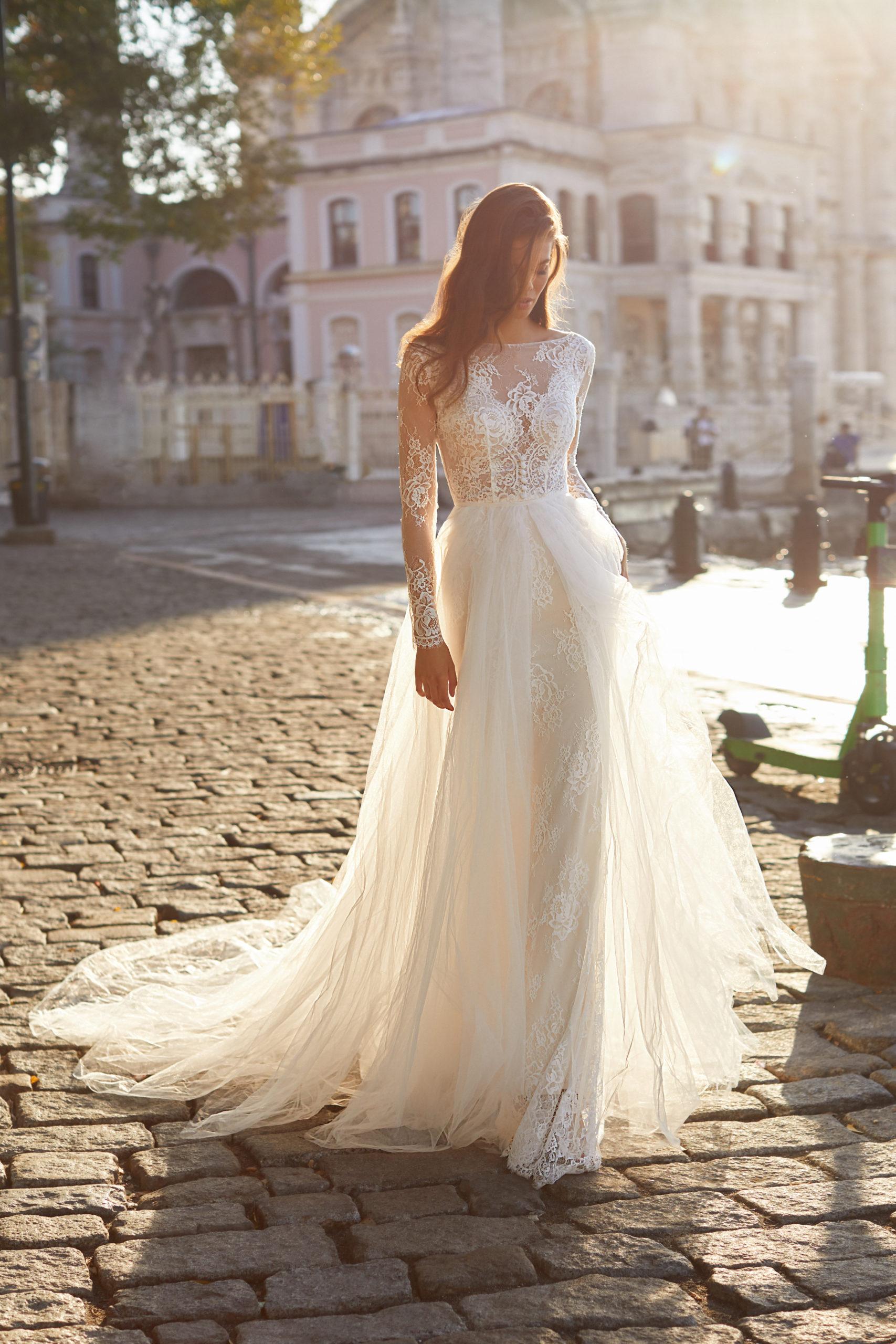 Sublimes robes de mariée à Genève écru dentelle Donna traine jupe amovible manches longues dentelle broderie féminin classe conseil