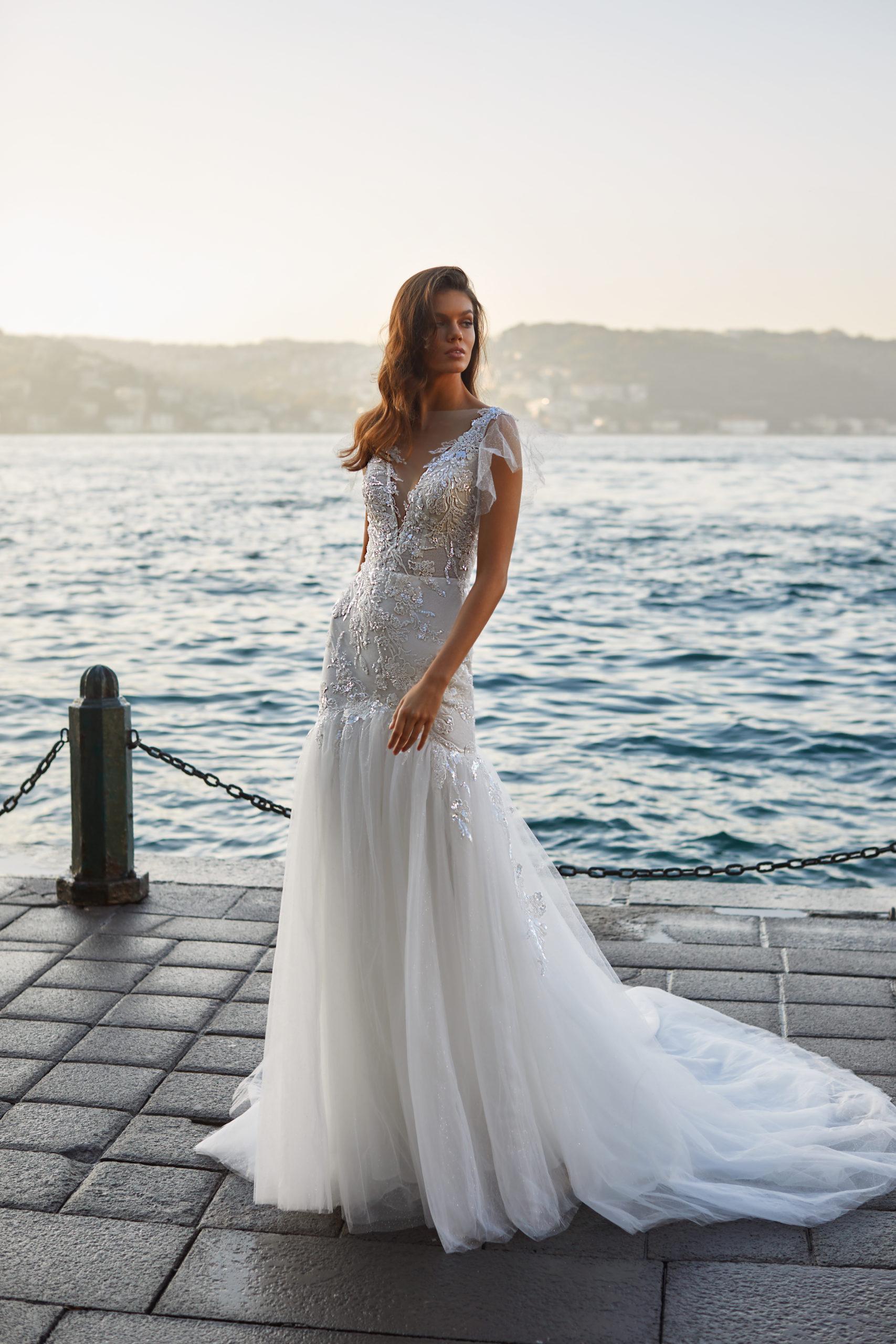 Sublimes robes de mariée à Genève Gia A line dentelle tulle droite classique chic broderie sequins blanc ivoire