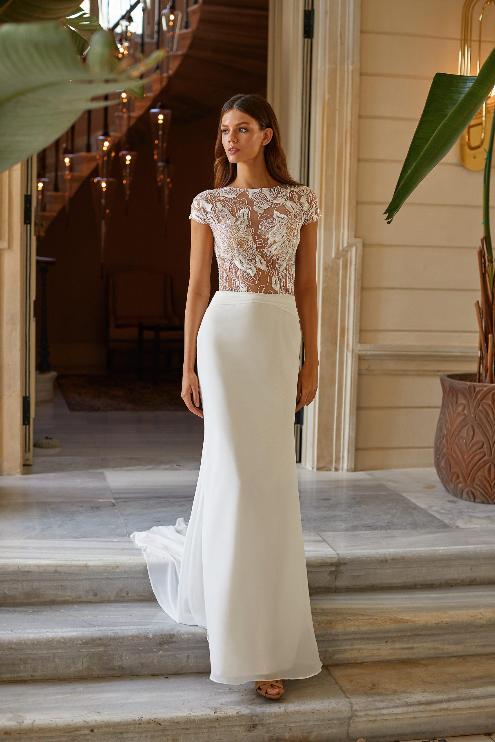 Sublimes robes de mariée à Genève Stéphanie millanova White and Lace simple classique civil élégant t-shirt manches courtes fleurs transparents boutons dos long mousseline