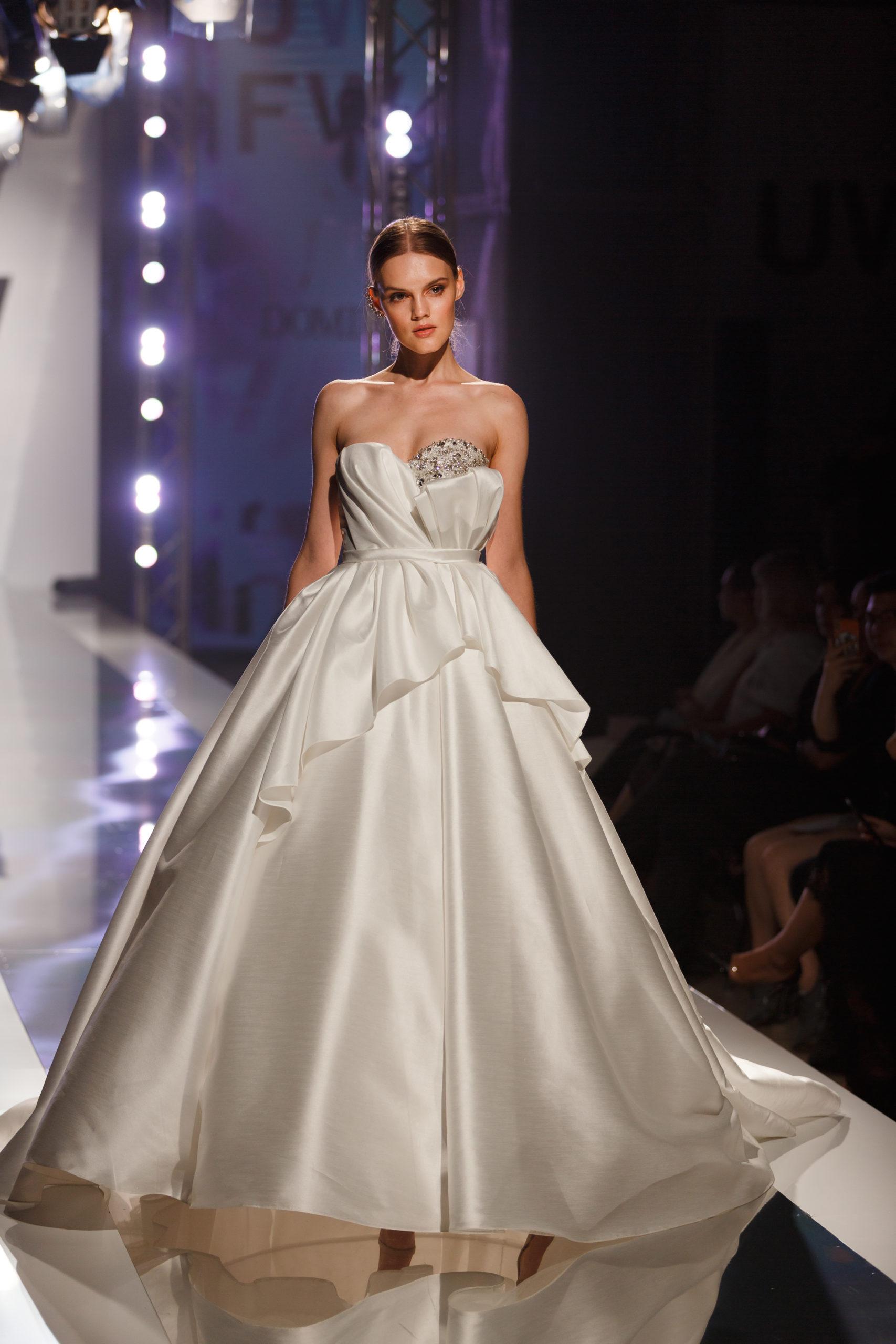 Dream comes true robe bustier dominiss haute couture luxe robe expérience geneve cristaux perles satin mikado