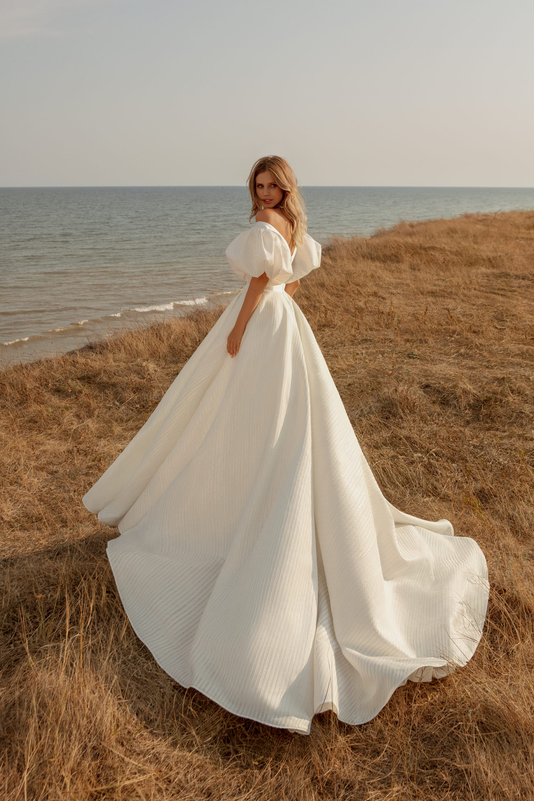 robe de princesse robe de mariée genève jupon volume manches ballon décolleté
