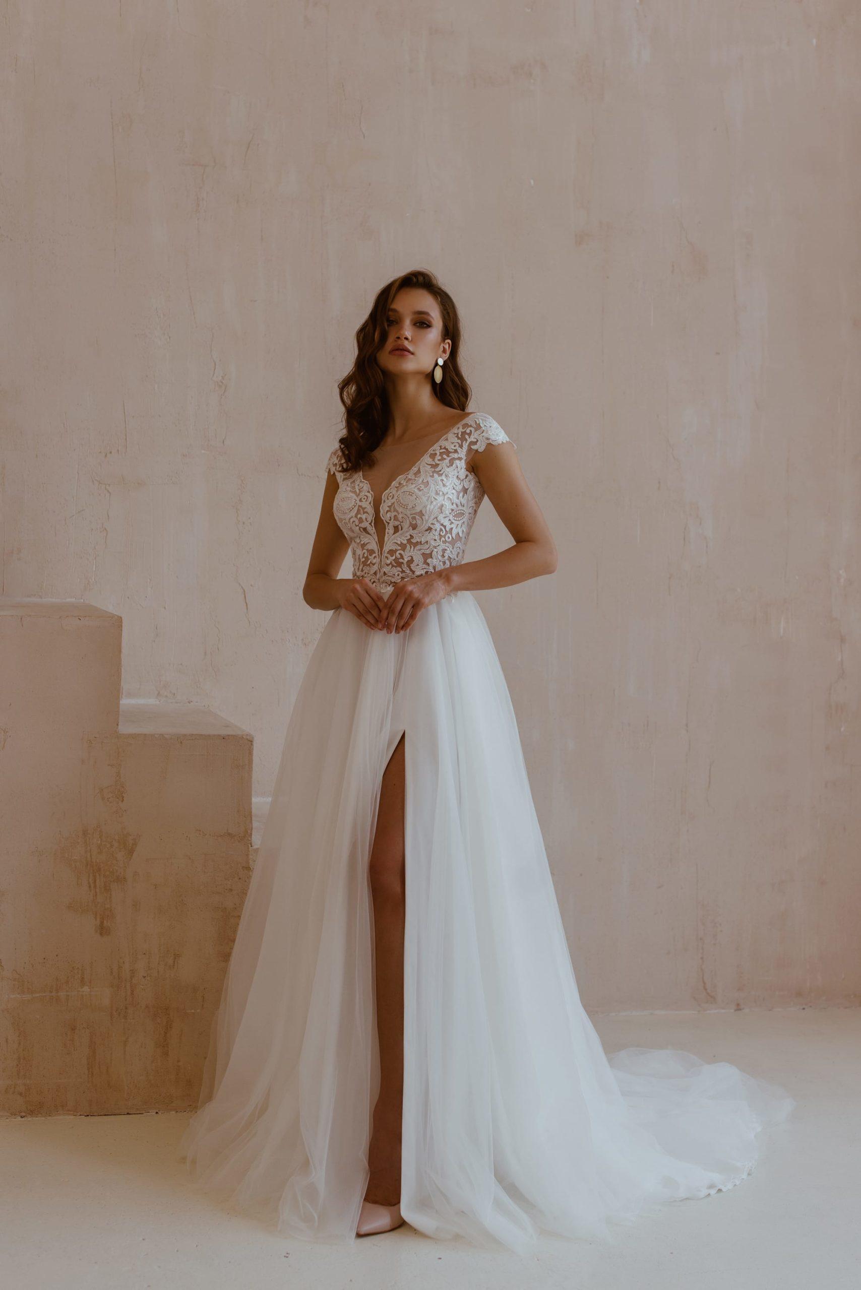 Robe de mariage A line Ariamo edition limitée blanc tulle dentelle dos nu fendue