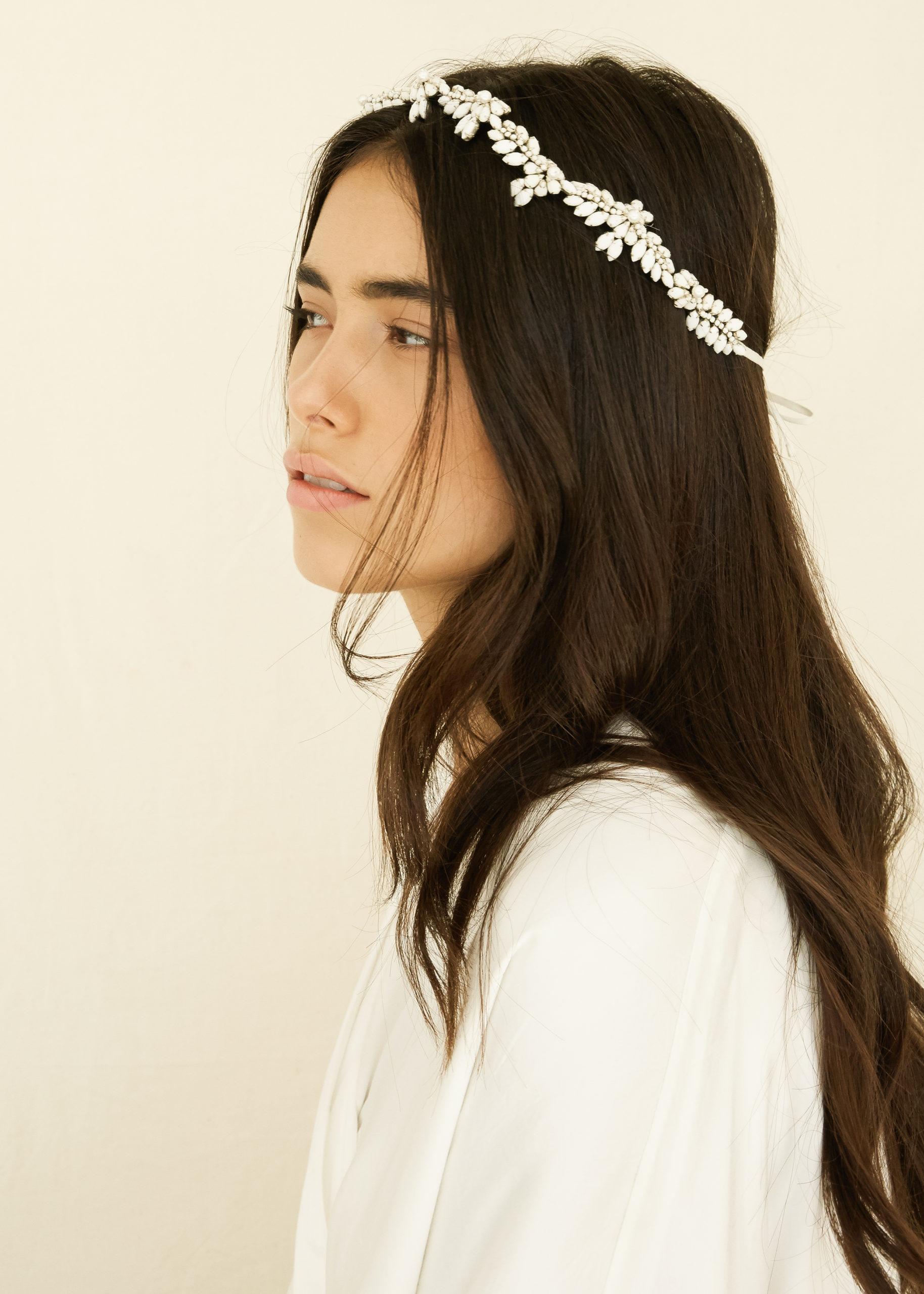 Rosalie crown Bo&Luca couronne bijoux cheveux fleurs strass ruban bohème boho Genève robe de mariée blanc cristal
