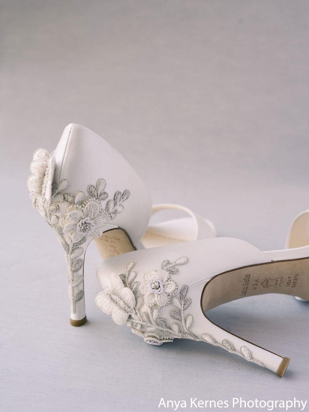 Chaussures de mariée Bellabelle escarpins bout ouvert satin écru yvoire talons hauts 10cm aiguille confort