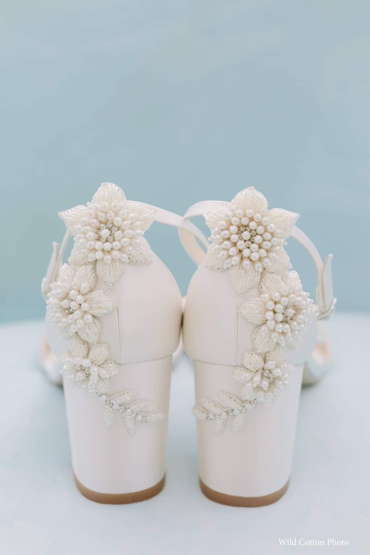 Chaussures de mariée Fabiola Bellabelle mariage talon carré block heel blanc perles fleurs ivoire bride confort