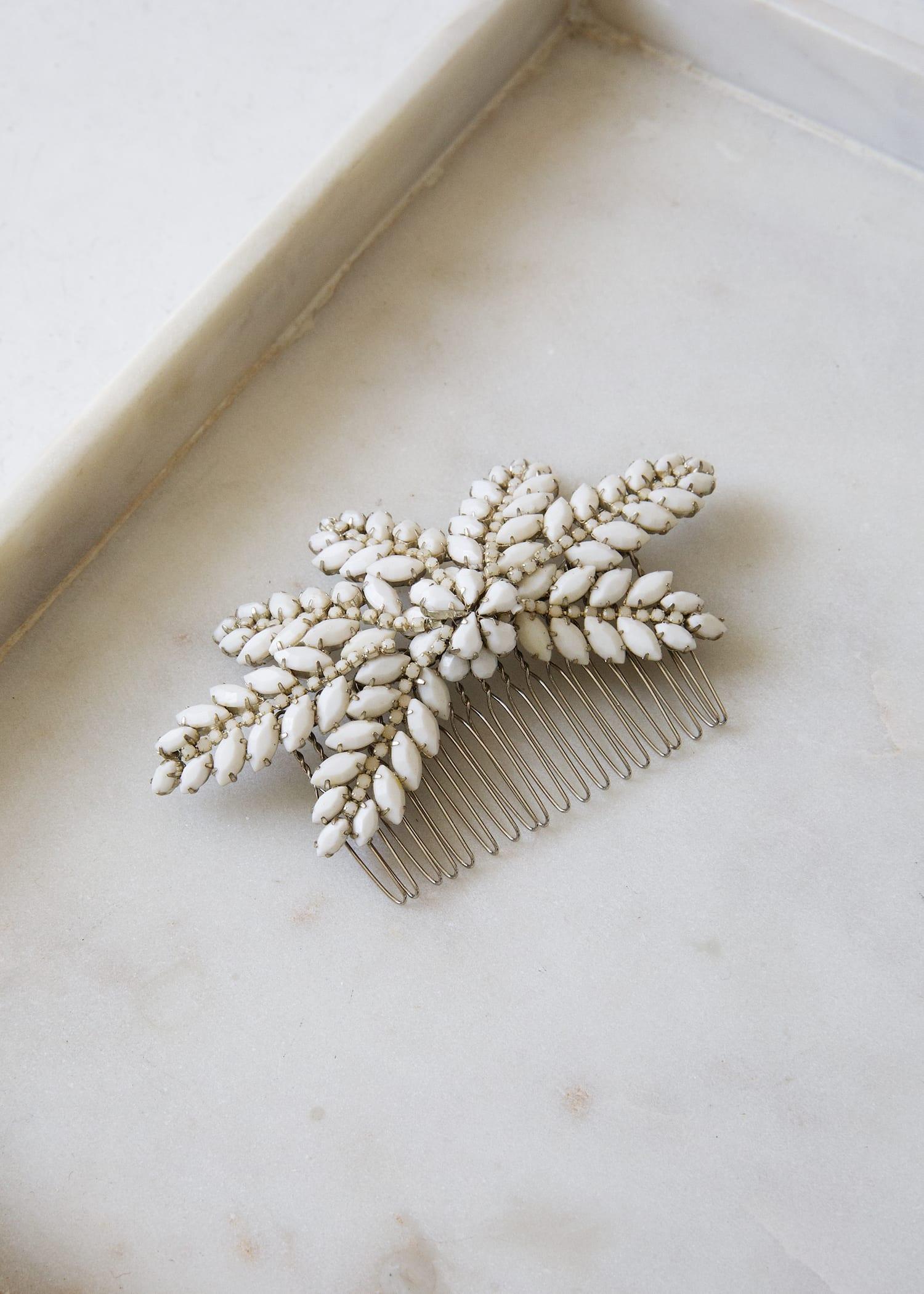 Bijoux accessoires de mariage genève peigne tiare cheveux coiffure chignon couronne pierres