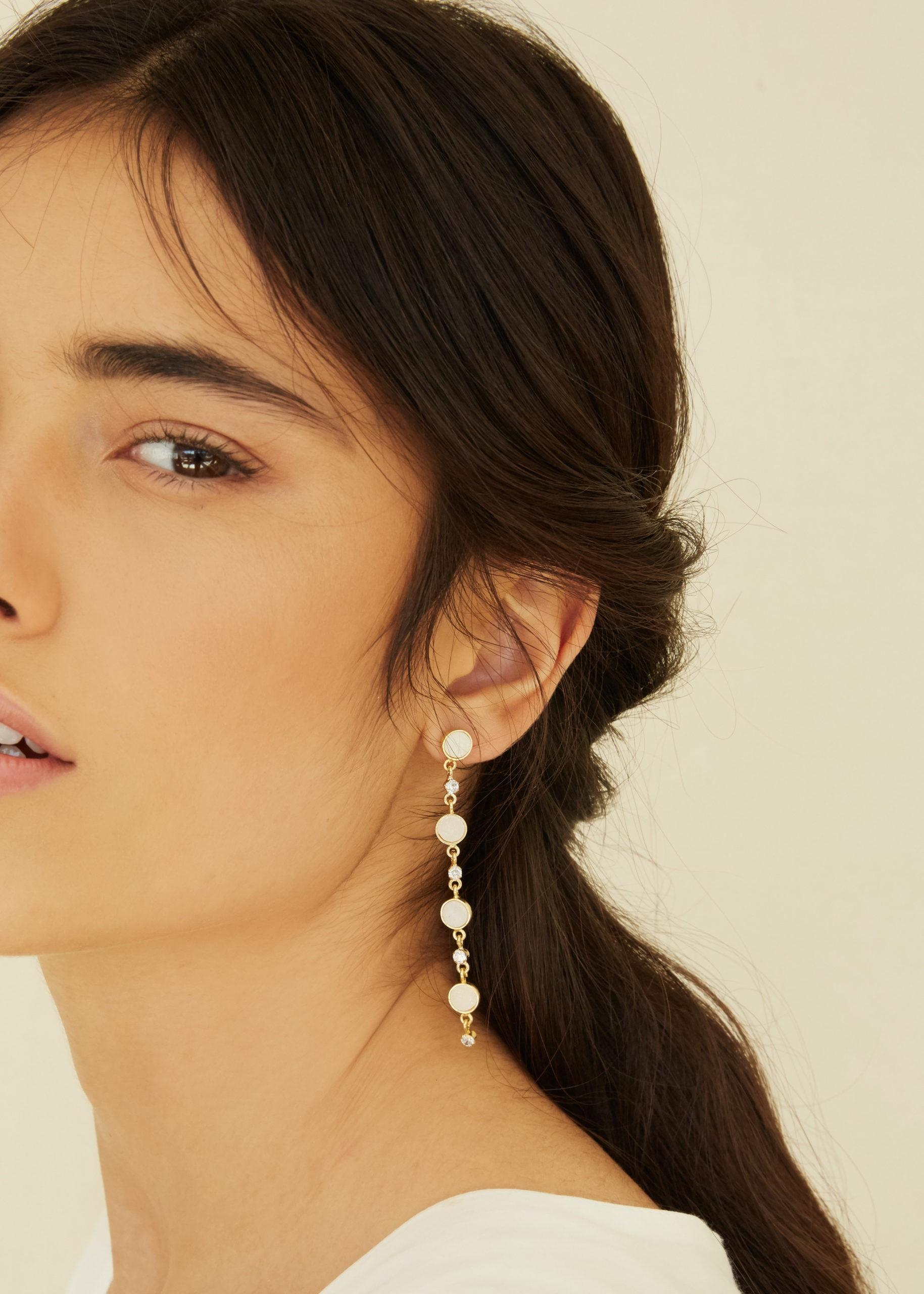 Bijoux accessoires de mariage cheveux boucle d'oreilles pendantes longues perles doré strass chignon coiffure