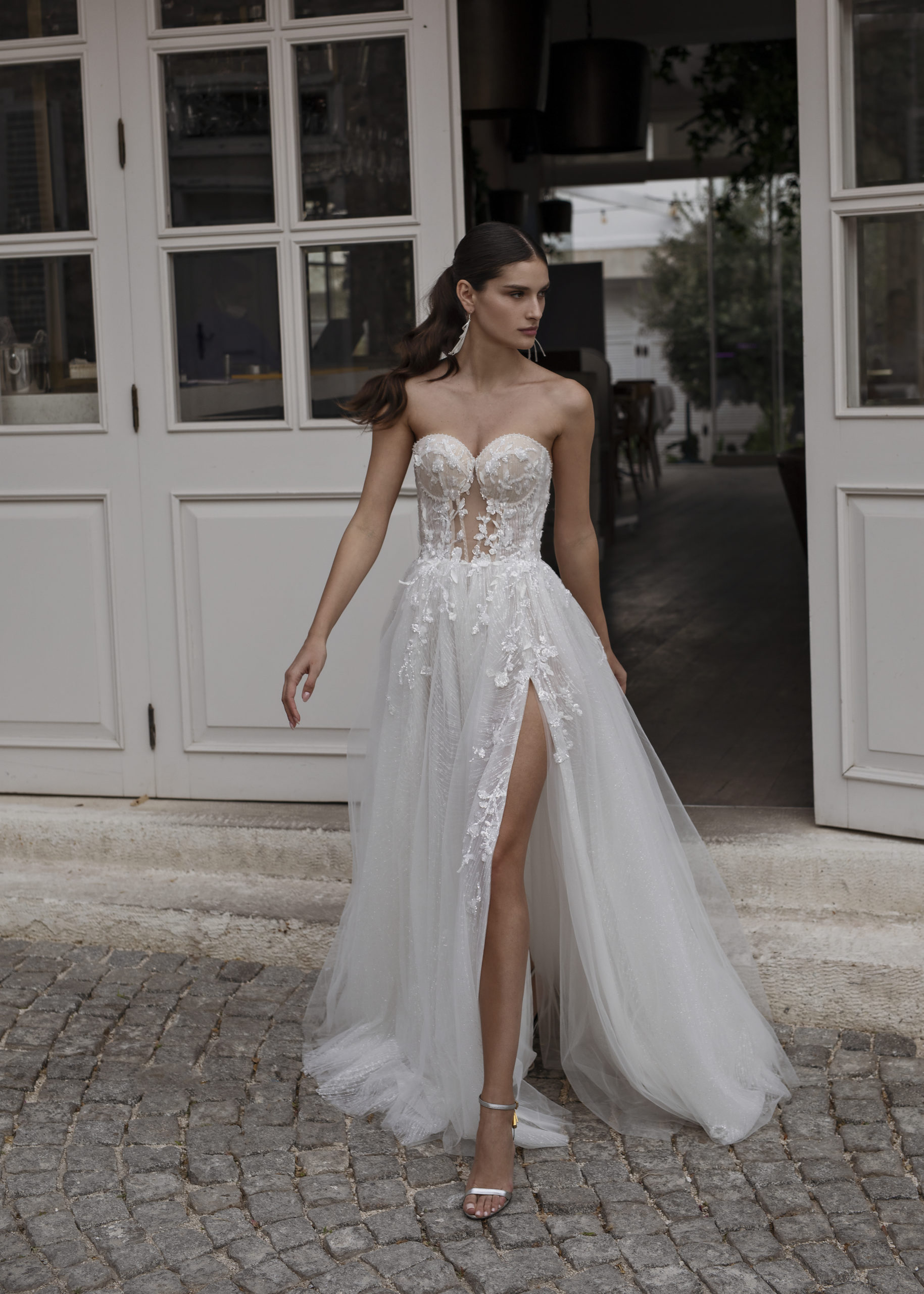 Robes nuptiales Genève Dominiss tulle blanche Berta dentelle fendue sexy bustier