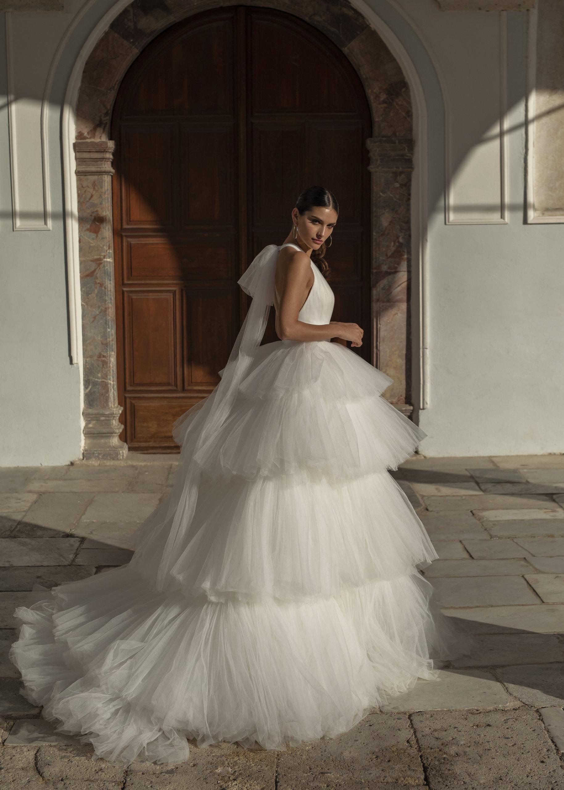 Robes nuptiales Genève Dominiss écru tulle princesse longue volume noeud yvoire décolleté