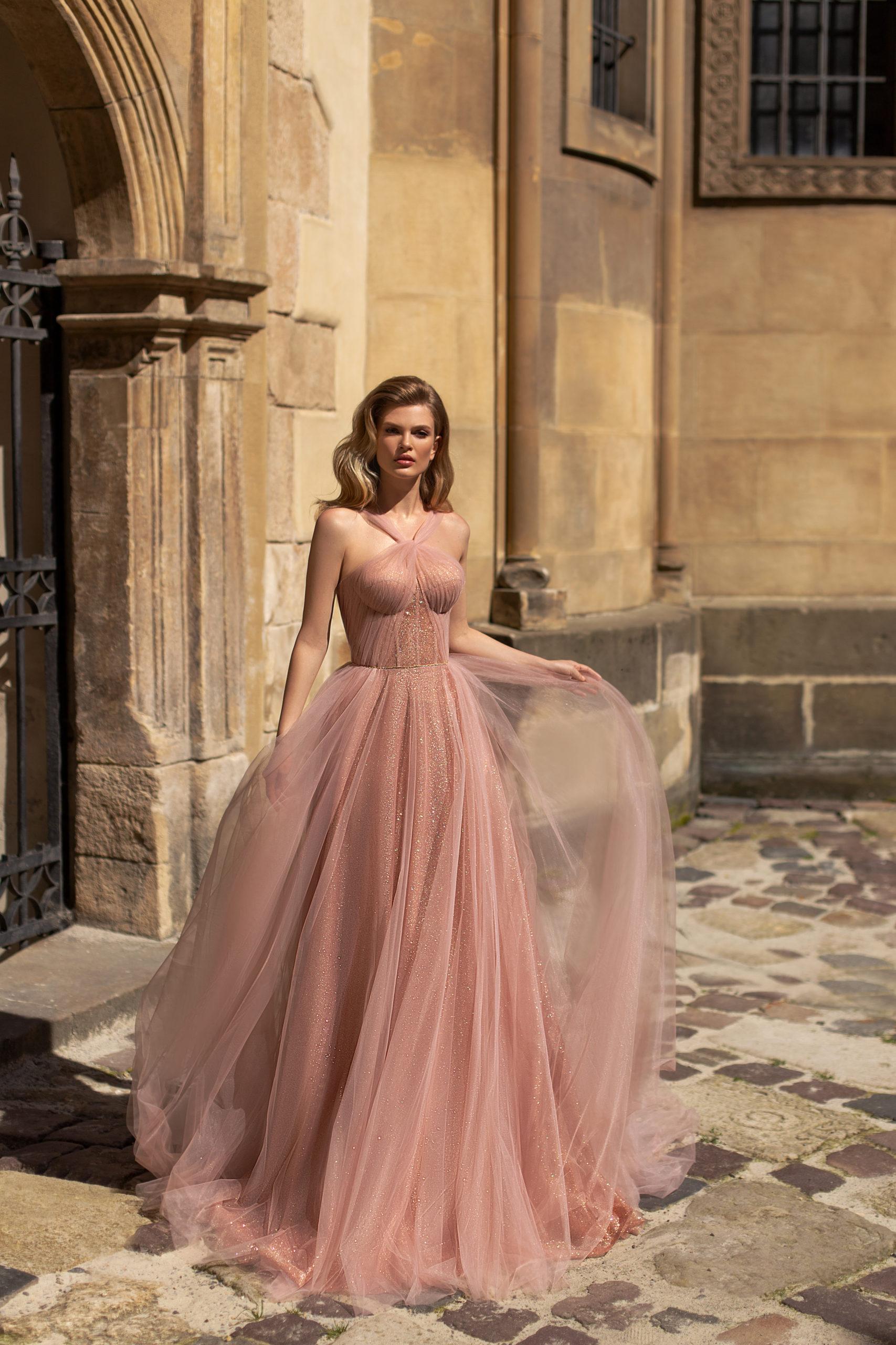 Robes haute couture demoiselle d'honneur invité Genève Riccasposa Rose poudre poudré blush tulle sans manches paillettes glitter longue