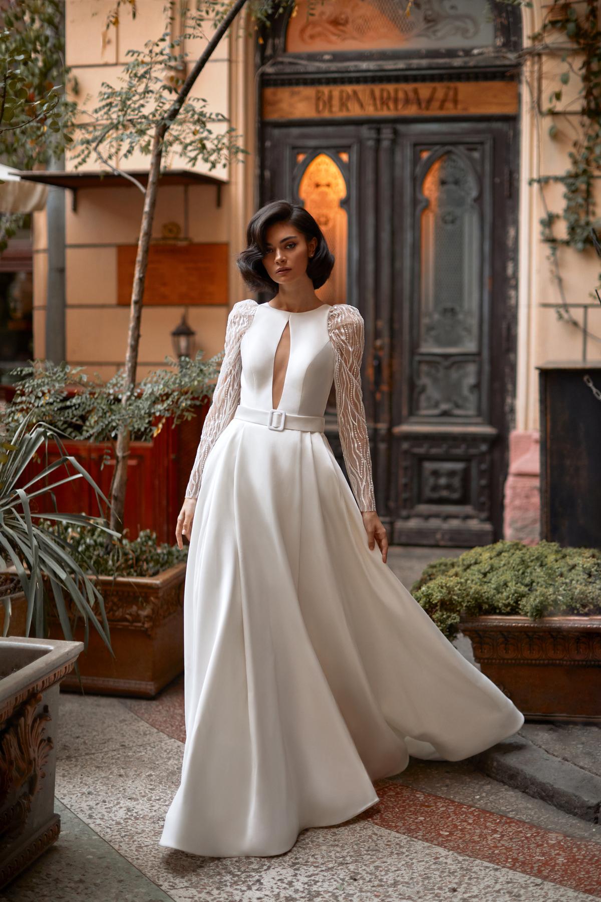 robe de mariée princesse bal mikado satin tulle sequin ivoire ceinture luxe romantique chic moderne sophistiqué genève boutique rendez-vous exclusif expérience