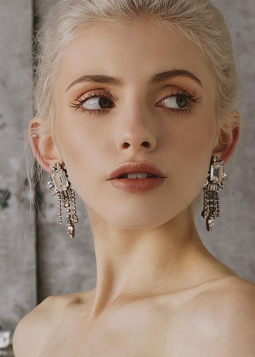 Accessoires cheveux mariée Genève Trixie Belmont Halo & co Boucles d'oreille bijoux pendante argent diamant longue luxe baroque ancien vintage