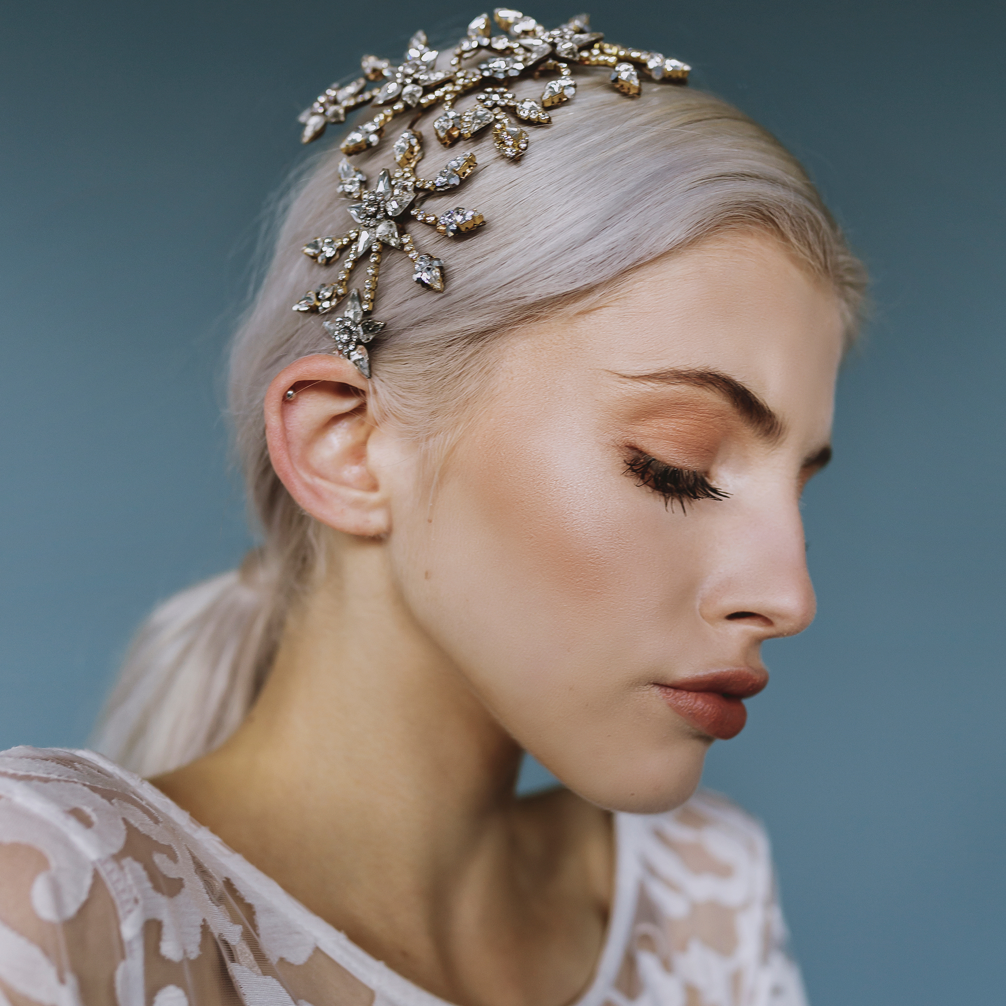 Accessoires cheveux mariée Genève Muse halo&Co peigne serre-tête tiare couronne diadème diamant silver argent brillant cristaux