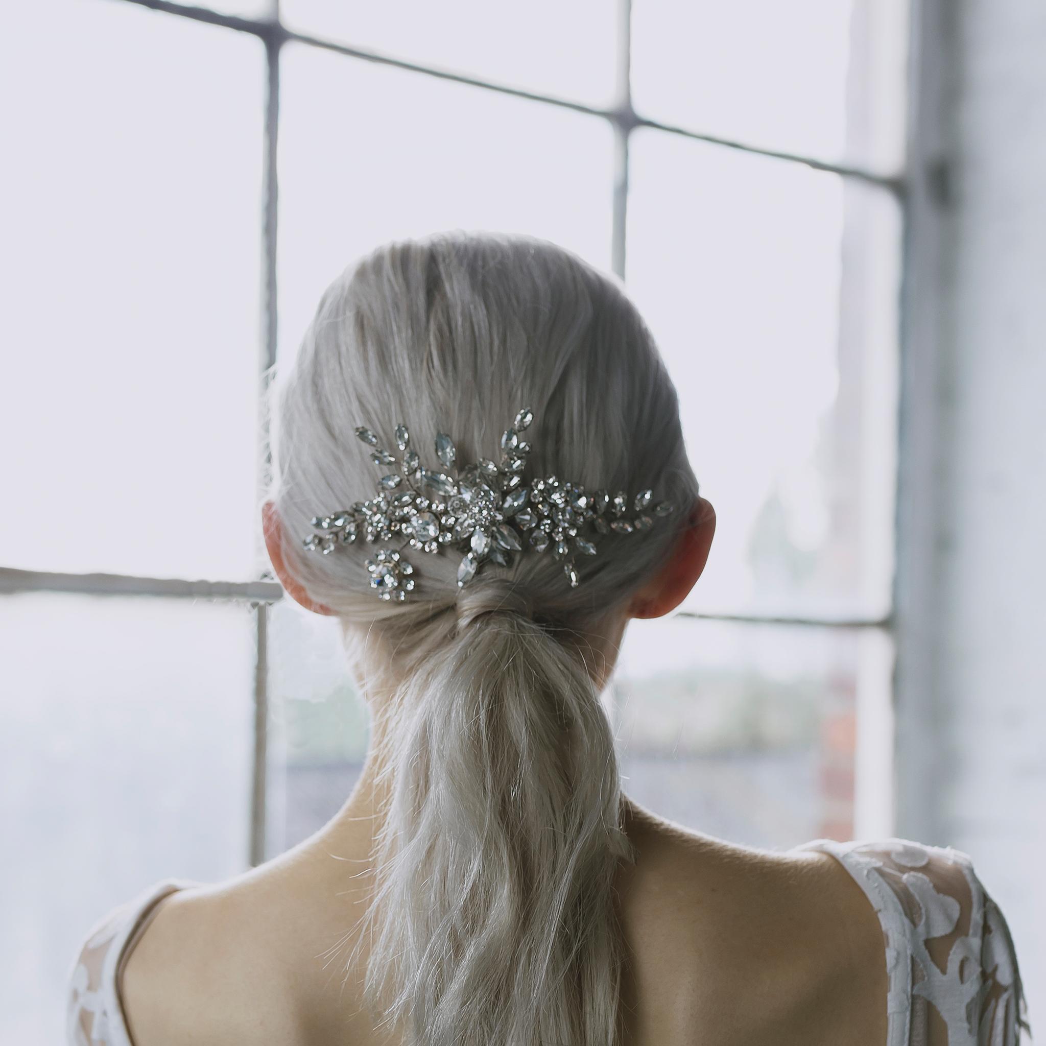 Accessoires cheveux mariée Genève Trixie halo&Co peigne tiare diadème couronne chignon coiffure argent perle strass silver