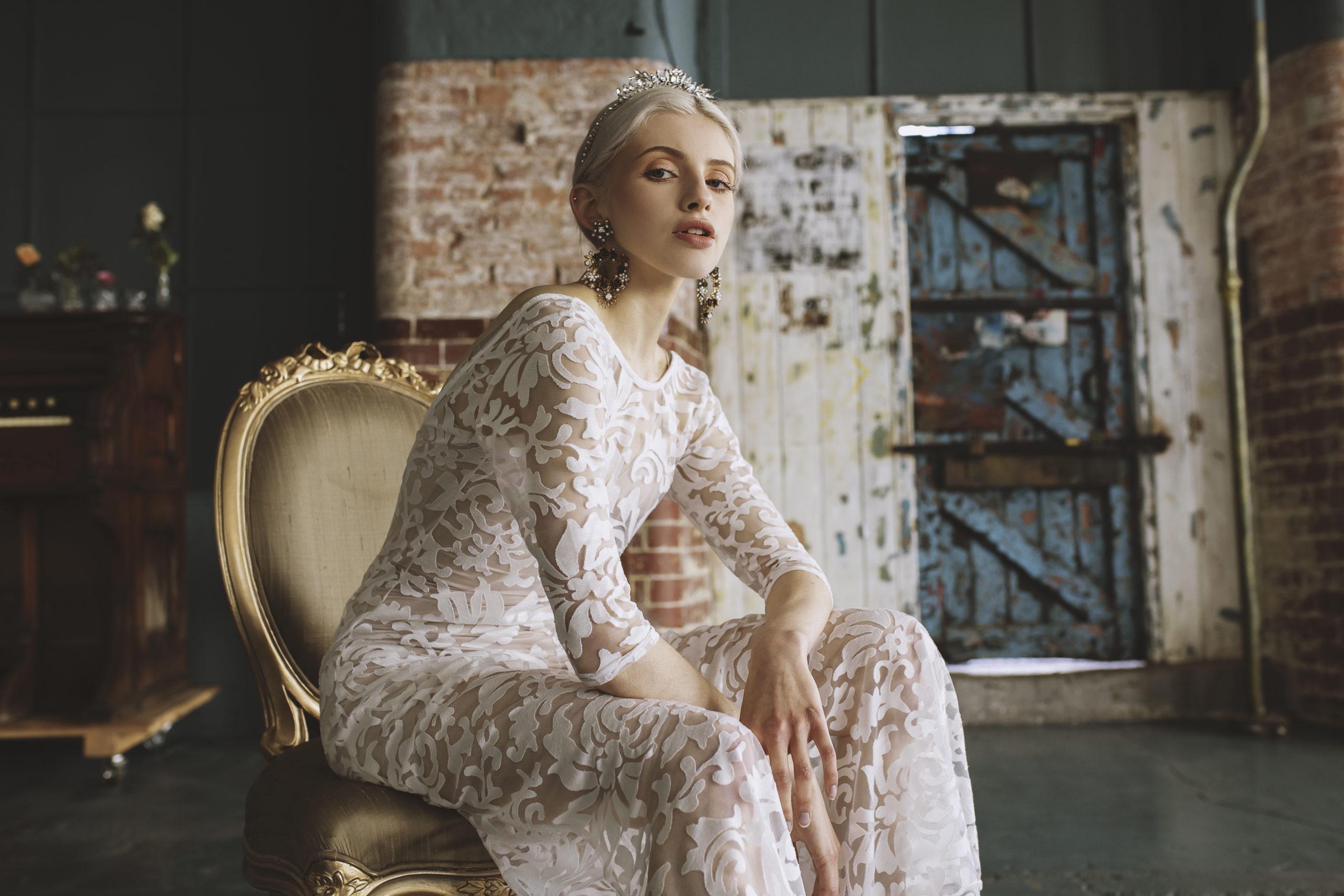 boucles d'oreilles oversize dramatique baroque chic moderne sophistiquée robe de mariée bijoux Genève luxe rendez-vous expérience centre-ville