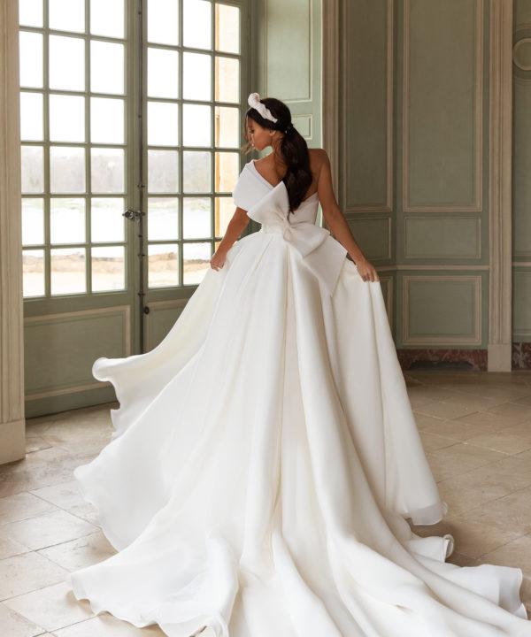 les plus belles robes de mariée genève fendue sexy pollardi royalty queenliness luxe mousseline mikado satin noeud originale haute couture créateur blanc ivoire asymétrique sans manches princesse chic