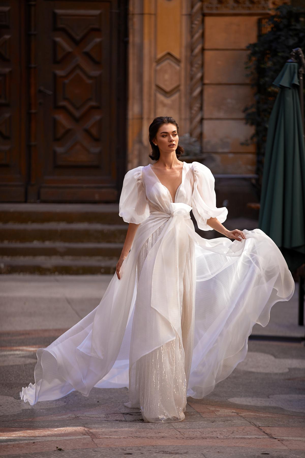 Les plus belles robes de mariée Genève original chic classe sophistiqué bolero veste volant long sequins paillettes bustier glitter ivoire écru nouvelle collection exclusivité