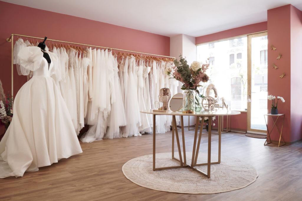 robe de mariée genève geneve bridal robe blanche dentelle tulle princesse boutique rendez-vous haute couture pollardi millanova dominiss milla nova accessoires bijoux voile bague robe
